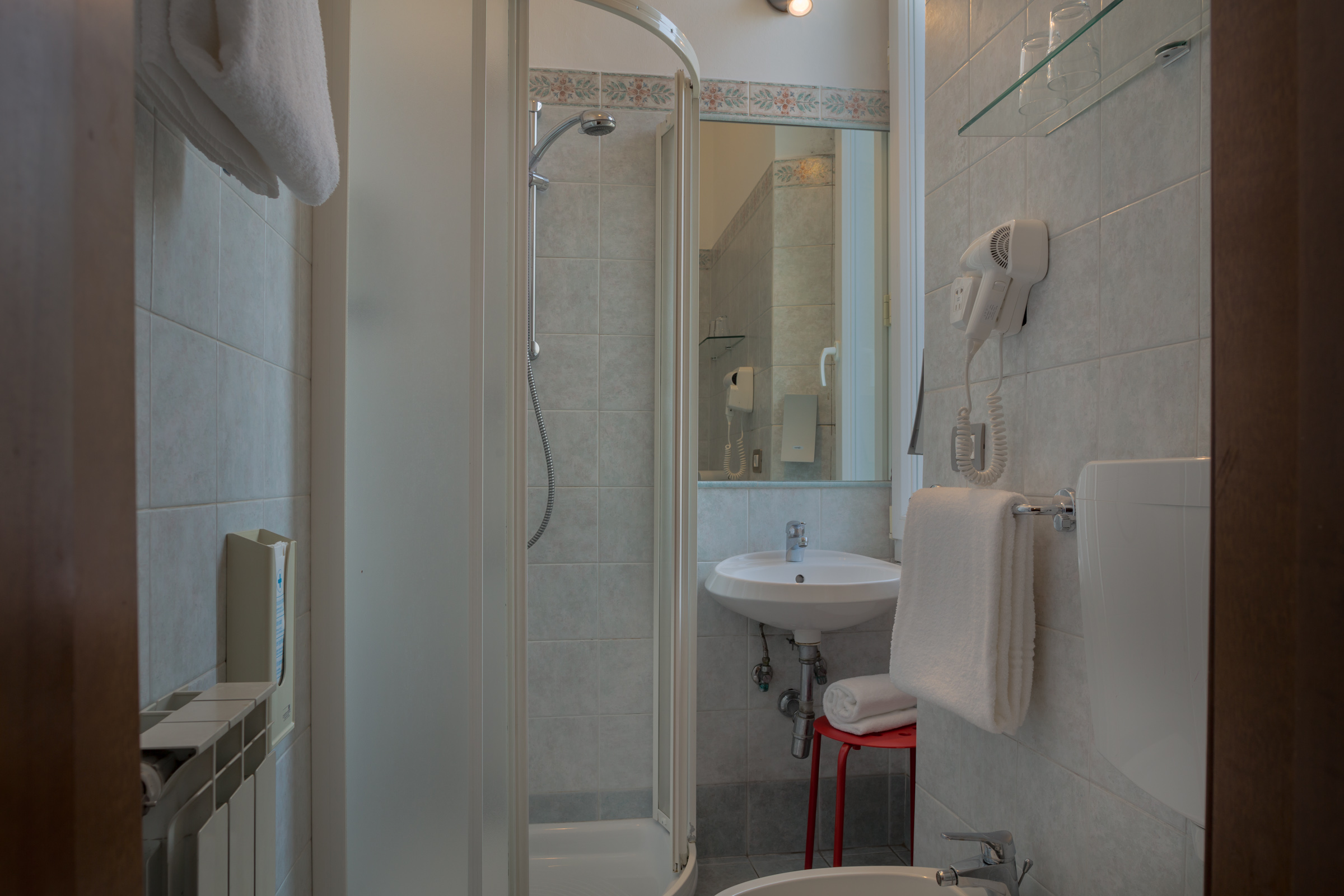 camera-matrimoniale-doccia-2
